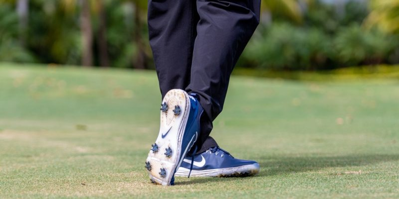 golf player walking in the course